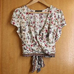 Pretty Floral Heart Sould Crop Wrap Top Sz L